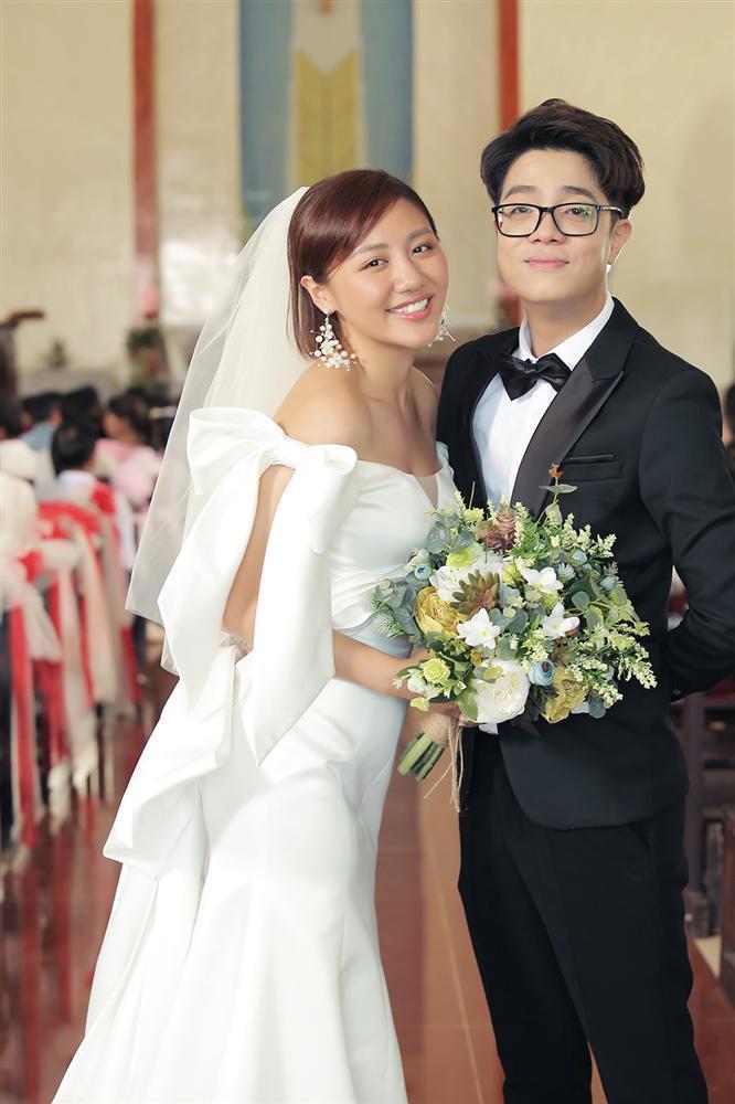 Bùi Anh Tuấn 1 năm cưới vợ 2 lần, fan trả lời cực lầy khi được hỏi Hiền Hồ hay Văn Mai Hương ai xứng làm chị dâu-2