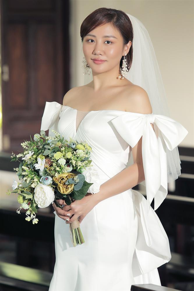 Bùi Anh Tuấn 1 năm cưới vợ 2 lần, fan trả lời cực lầy khi được hỏi Hiền Hồ hay Văn Mai Hương ai xứng làm chị dâu-1