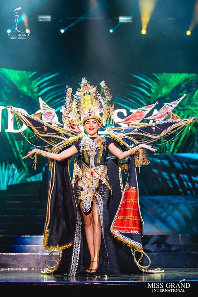 Top 10 quốc phục đẹp nhất Miss Grand International 2019, trong đó có thí sinh giống Mạc Văn Khoa-4