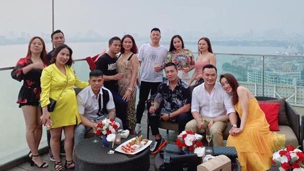 Chi Bảo xác nhận yêu bạn gái kém 16 tuổi sau khi ly hôn lần 2-2