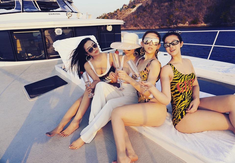 Sinh nhật siêu to của Huyền Baby: Mở party khoe body cực căng trên du thuyền cùng hội chị em-2