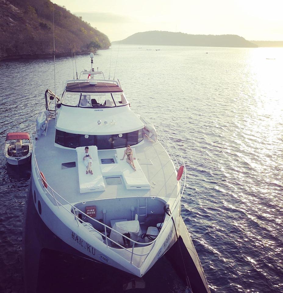 Sinh nhật siêu to của Huyền Baby: Mở party khoe body cực căng trên du thuyền cùng hội chị em-7