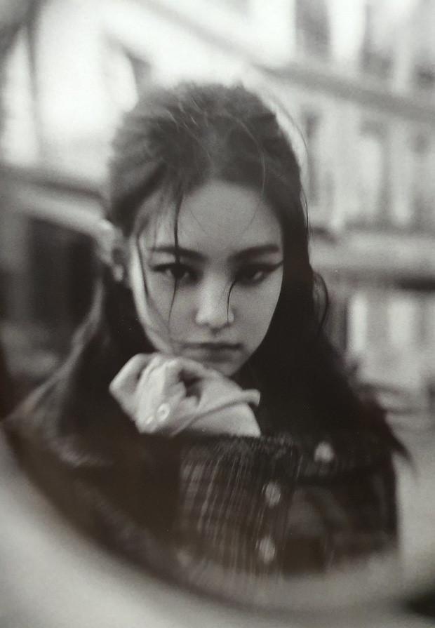 Ảnh tạp chí chụp tại châu Âu của Jennie và Lisa (BlackPink)-1