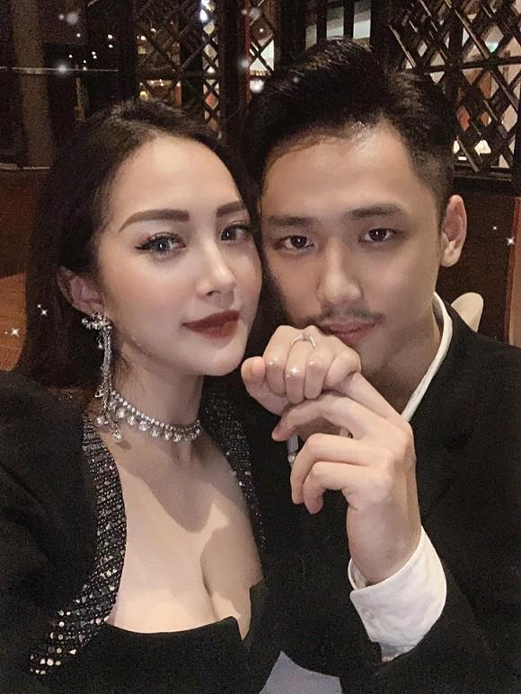 Sau cầu hôn, em họ Hương Tràm đi chụp ảnh cưới đẹp không thua sao Việt-1