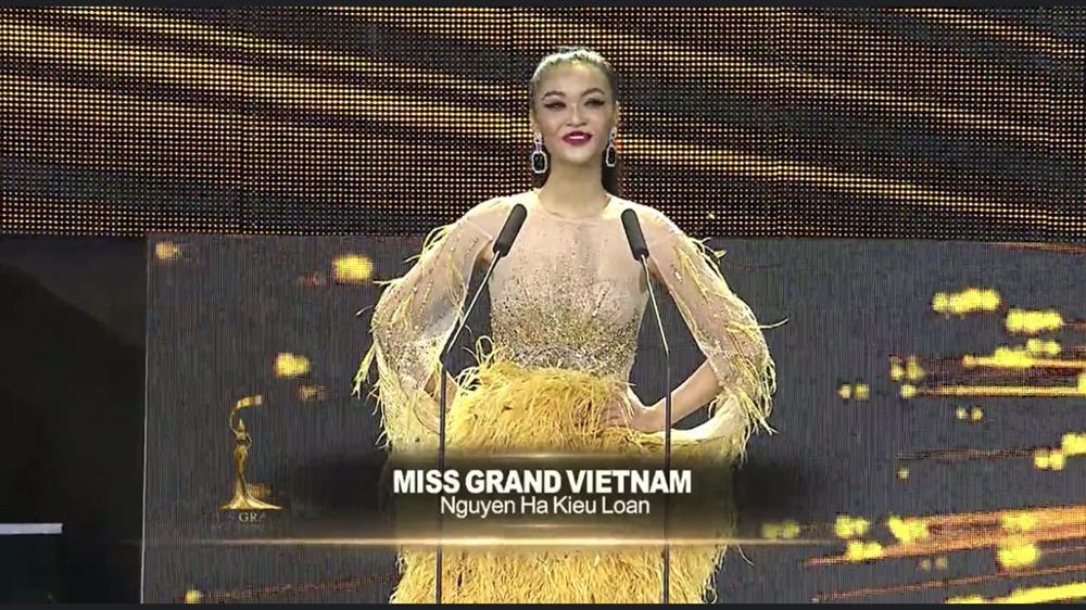 Kiều Loan mặc jumpsuit trình diễn dạ hội, khán giả xem Miss Grand 2019 há hốc với hình ảnh lạ kỳ-1