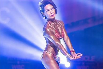 Sở hữu vóc dáng không tưởng ở tuổi 75, cụ bà Hàn Quốc 'đè bẹp' nhiều đối thủ nặng ký trong cuộc thi thể hình danh tiếng