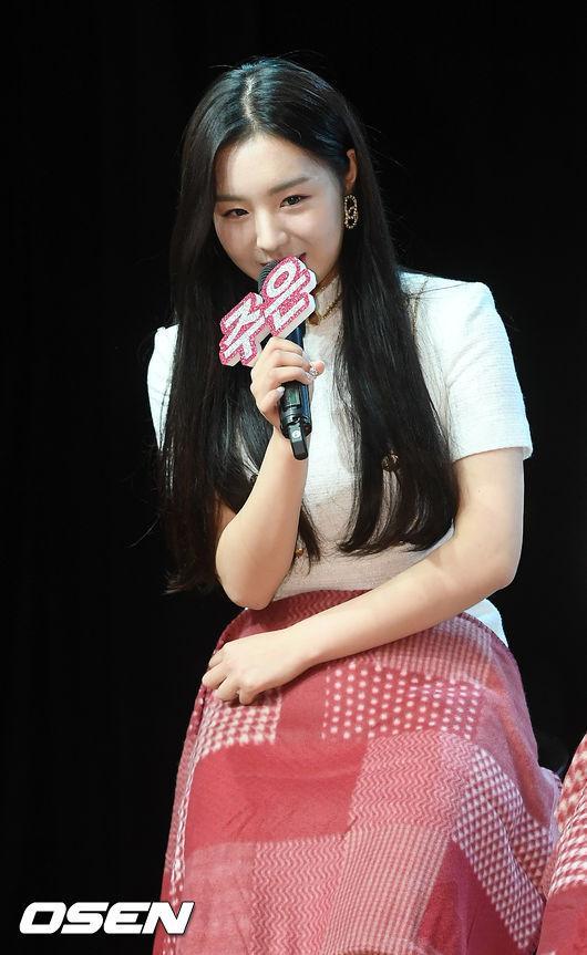 Lịch sử Kpop lần đầu xảy ra: Nữ idol thú nhận quá khứ hút thuốc, rượu chè ngay tại họp báo debut-3