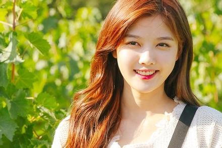 'Sao nhí' Kim Yoo Jung khoe vẻ đẹp rung động lòng người