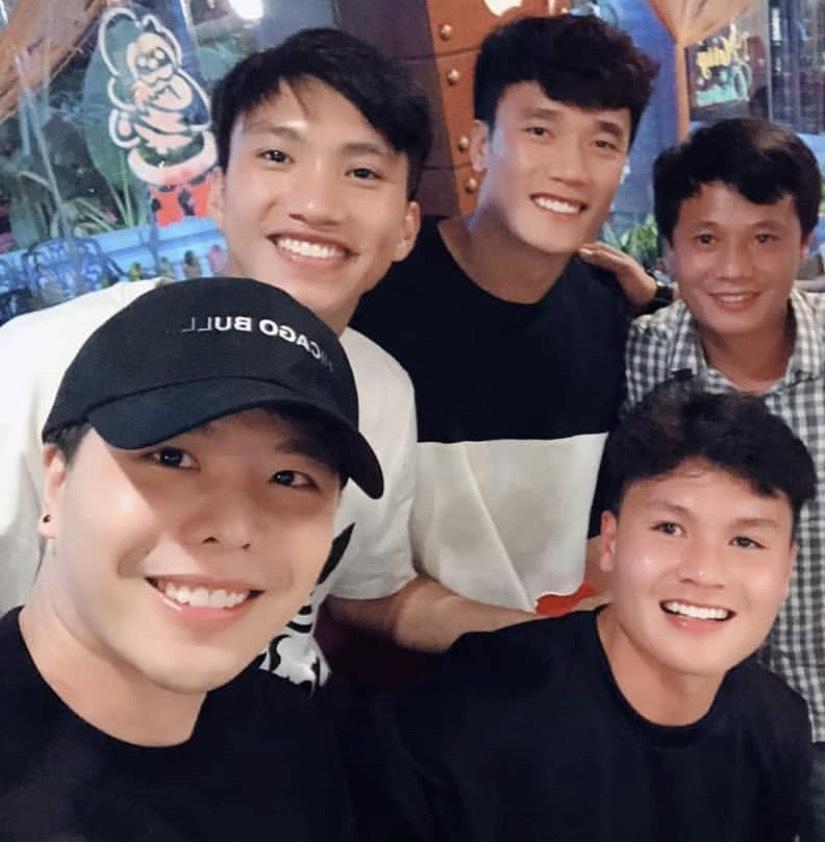 Song ca cùng Trịnh Thăng Bình, fans lại được dịp căng tai nghe Quang Hải hát gì-1