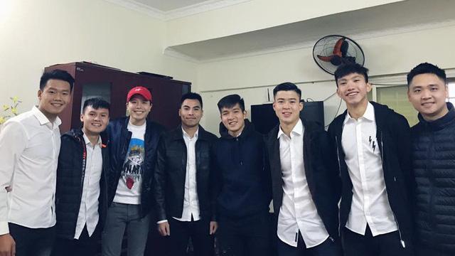 Song ca cùng Trịnh Thăng Bình, fans lại được dịp căng tai nghe Quang Hải hát gì-4