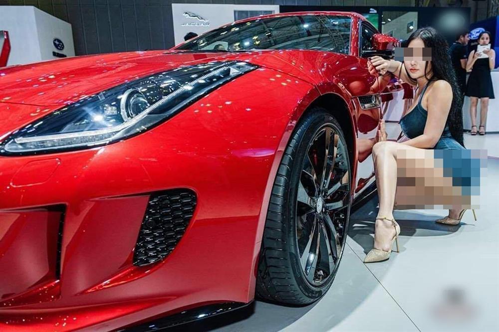 Xuất hiện Can Lộ Lộ phiên bản Việt: Hồn nhiên đến Motor Show nằm quằn quại, cố tình lộ hàng dù không được mời-6