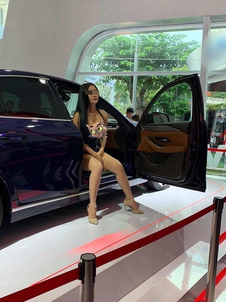 Trước khi cố tình lộ hàng ở Vietnam Motor Show 2019, Võ Huỳnh Ngọc Phụng chuyên ăn mặc kiểu con nhà nghèo-1