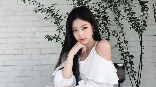 Jennie thích diện cả cây đen, váy áo bó sát khoe body hút mắt-1