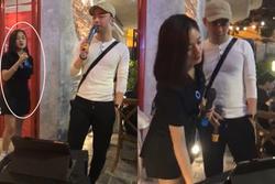 Ngẫu hứng cover '4 chữ lắm', con trai nghệ sĩ Hương Dung bất ngờ được mai mối cho nữ nhân viên nhà hàng