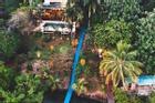 Khách sạn có máng trượt nước dẫn thẳng ra biển Caribbean