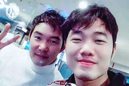 Con trai HLV Park đến thăm Xuân Trường ở Hàn Quốc