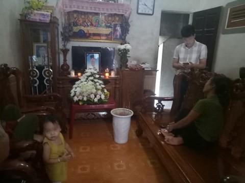 Nhiều gia đình ở Nghệ An, Hà Tĩnh nghi có người thân chết trong vụ 39 thi thể ở Anh lập sẵn bàn thờ, không khí đau thương-2