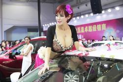 Góc khuất đen tối của những người mẫu xe hơi mặc phản cảm ở Trung Quốc
