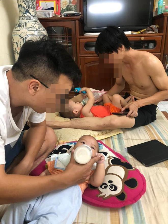 Hẹn nhau đi uống nước, 2 ông bố cùng phải ôm con cho vợ đi chơi - bức ảnh gây sốt ngày cuối tuần-2
