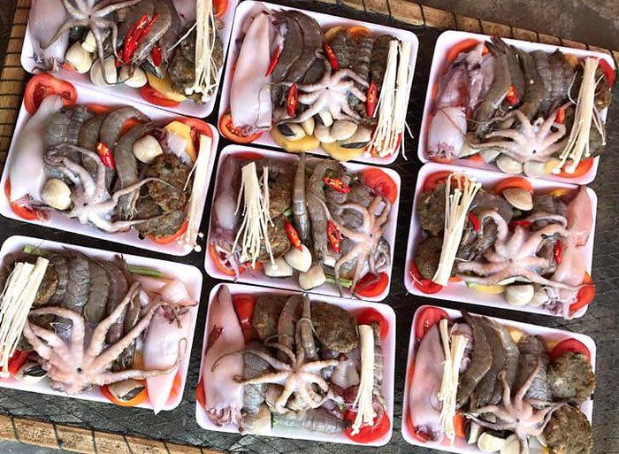 Giật mình set lẩu toàn hải sản tươi giá chỉ 50 ngàn trên vỉa hè-3