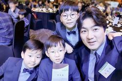 Daehan - Minguk - Manse khoe vẻ đáng yêu, nổi bật hơn cả bố khi tham gia sự kiện