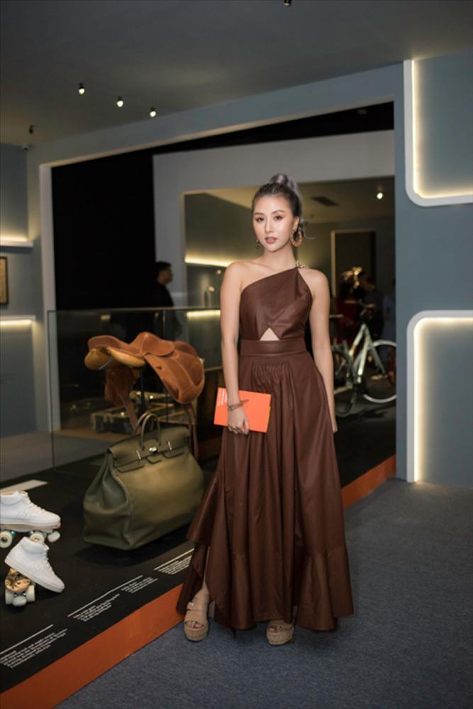 Châu Bùi và Hoàng Ku quấn khăn làm áo cũng không nữ tính bằng NTK Lý Quí Khánh-8