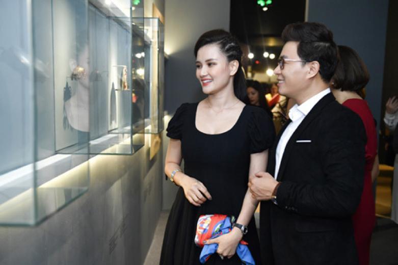 Châu Bùi và Hoàng Ku quấn khăn làm áo cũng không nữ tính bằng NTK Lý Quí Khánh-11