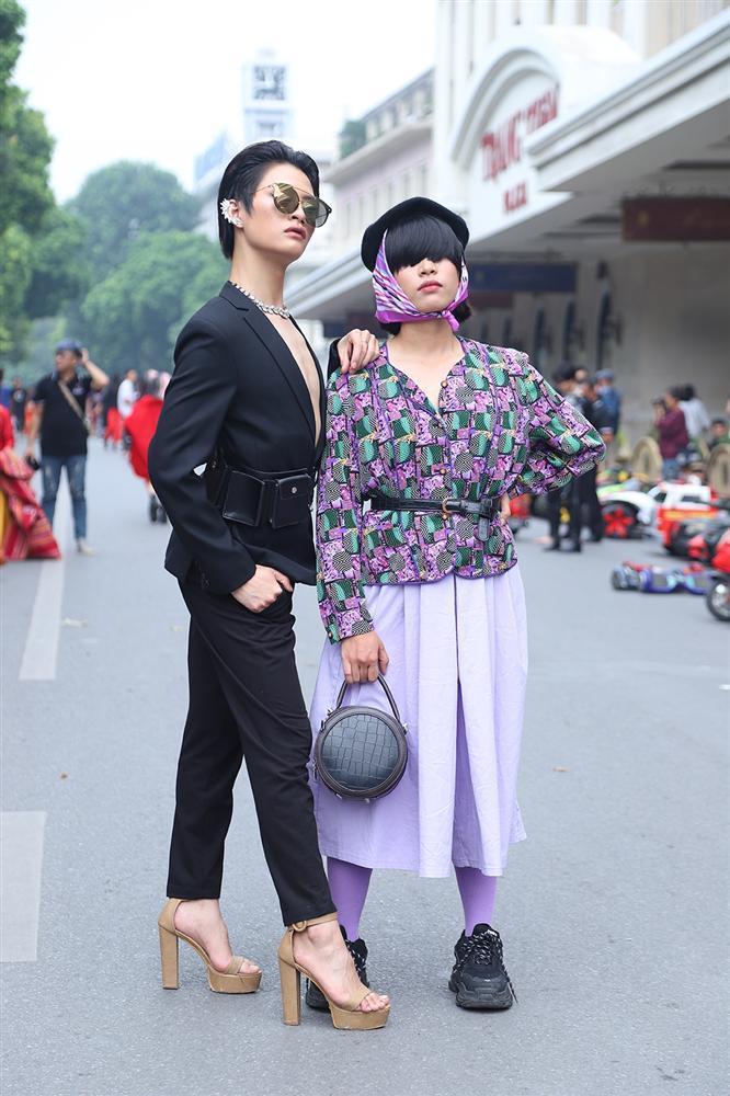 Street style tại Vietnam Fashion Week: mèo Thoại nổi nhất tập đoàn giả gái, có cả người cosplay Sơn Tùng M-TP-7