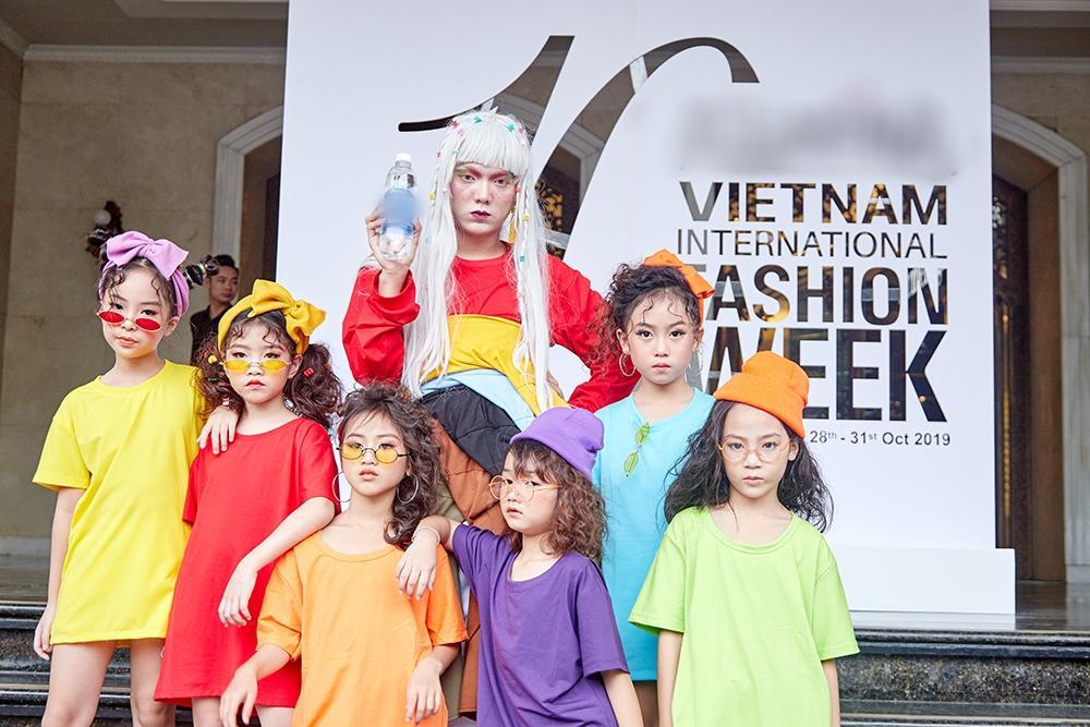 Street style tại Vietnam Fashion Week: mèo Thoại nổi nhất tập đoàn giả gái, có cả người cosplay Sơn Tùng M-TP-12