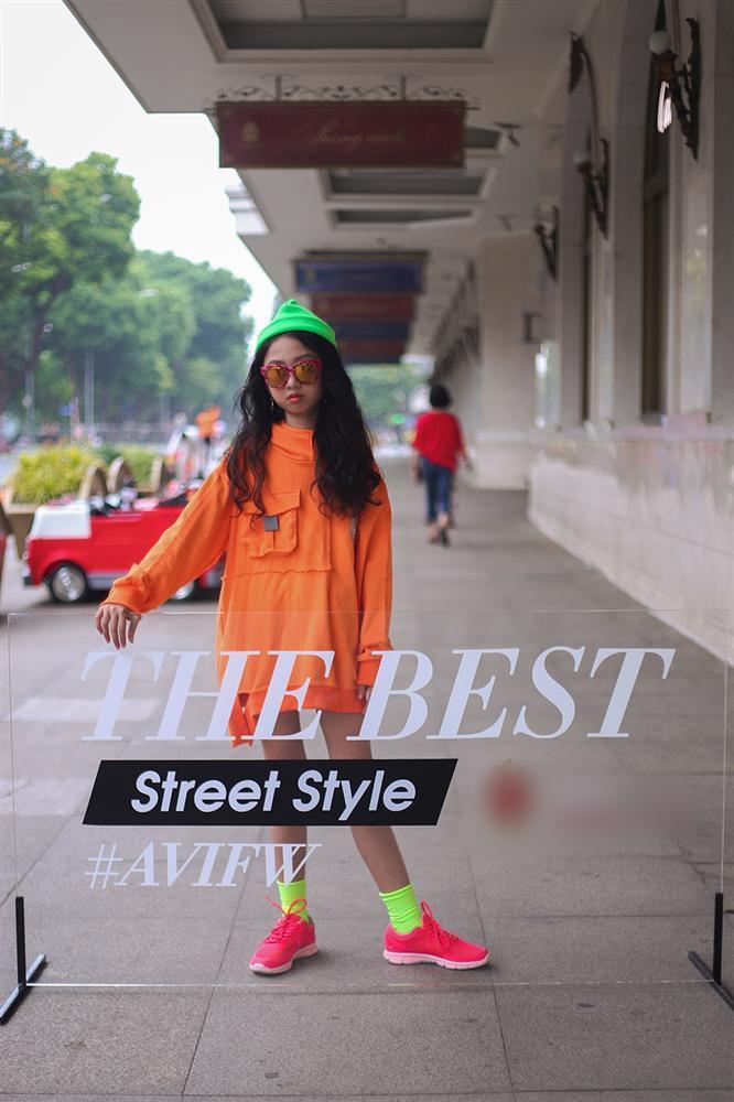 Street style tại Vietnam Fashion Week: mèo Thoại nổi nhất tập đoàn giả gái, có cả người cosplay Sơn Tùng M-TP-16
