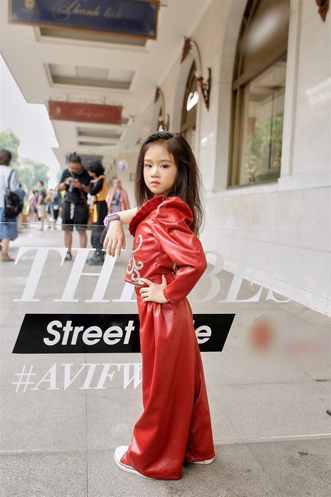 Street style tại Vietnam Fashion Week: mèo Thoại nổi nhất tập đoàn giả gái, có cả người cosplay Sơn Tùng M-TP-19