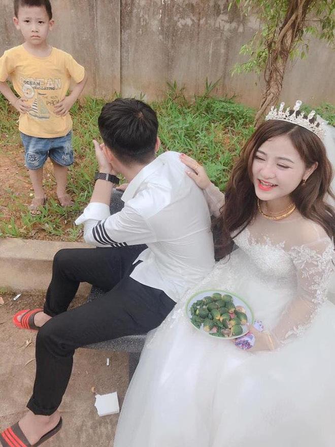 Đám cưới chị gái, cậu em lại chiếm mọi spotlight vì biểu cảm gương mặt như vừa mất sổ gạo-4