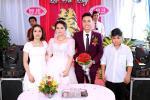 Đám cưới chị gái, cậu em lại chiếm mọi spotlight vì biểu cảm gương mặt như vừa 'mất sổ gạo'