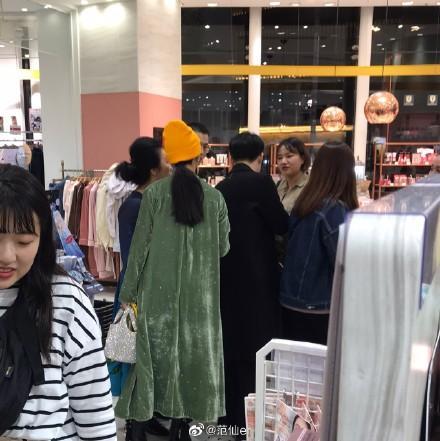 Phạm Băng Băng được người đàn ông lạ hộ tống đi mua sắm tại Nhật Bản-3