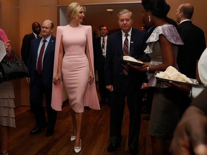 Không hổ danh ái nữ nhà Trump, Ivanka làm mọi cô gái phải ghen tị với những chiếc váy thiết kế đáng giá bằng cả gia tài-2