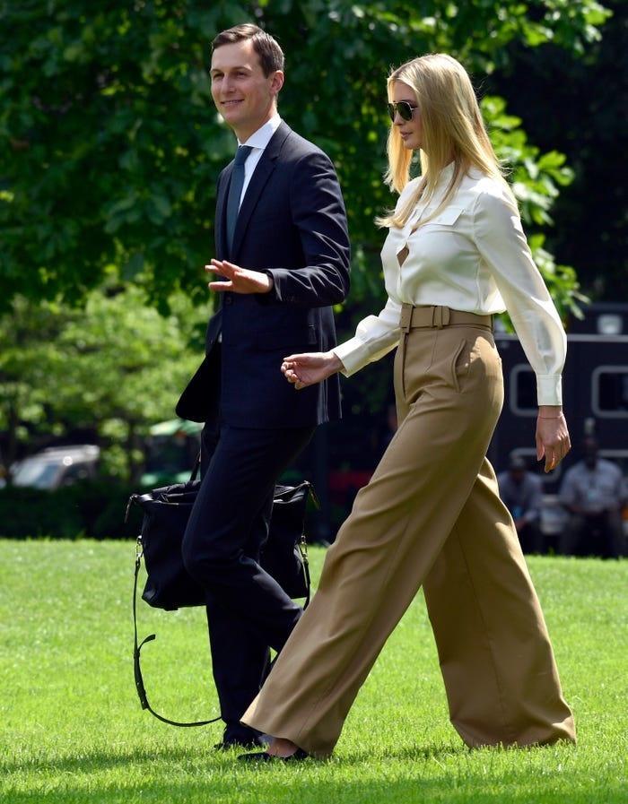 Không hổ danh ái nữ nhà Trump, Ivanka làm mọi cô gái phải ghen tị với những chiếc váy thiết kế đáng giá bằng cả gia tài-4