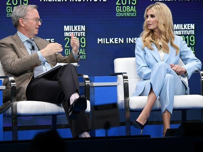 Không hổ danh ái nữ nhà Trump, Ivanka làm mọi cô gái phải ghen tị với những chiếc váy thiết kế đáng giá bằng cả gia tài-7