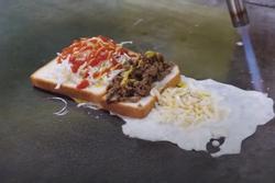 Món bánh kẹp nướng mặn hút khách ở Hàn Quốc