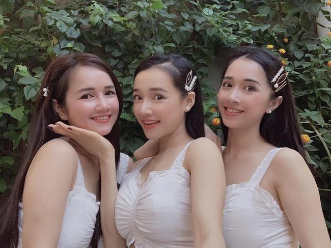 3 chị em Nhã Phương cùng đọ sắc trong một khung hình với trang phục và phụ kiện giống nhau-1