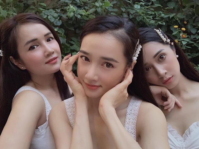 3 chị em Nhã Phương cùng đọ sắc trong một khung hình với trang phục và phụ kiện giống nhau-3
