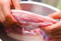 Sai lầm khi chế biến thịt lợn 'rước bệnh' vào người chị em cần loại bỏ ngay