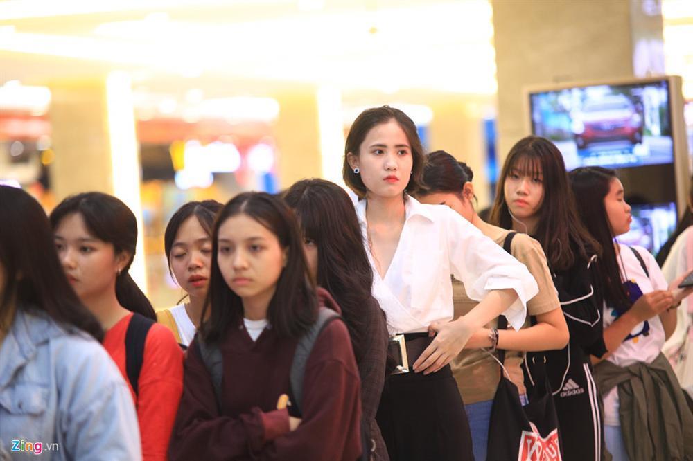 Những cô gái 10X xếp hàng dự buổi thi tuyển tại TP.HCM của ông chủ BTS-2