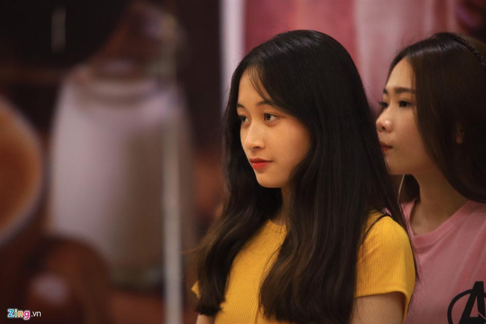 Những cô gái 10X xếp hàng dự buổi thi tuyển tại TP.HCM của ông chủ BTS-3