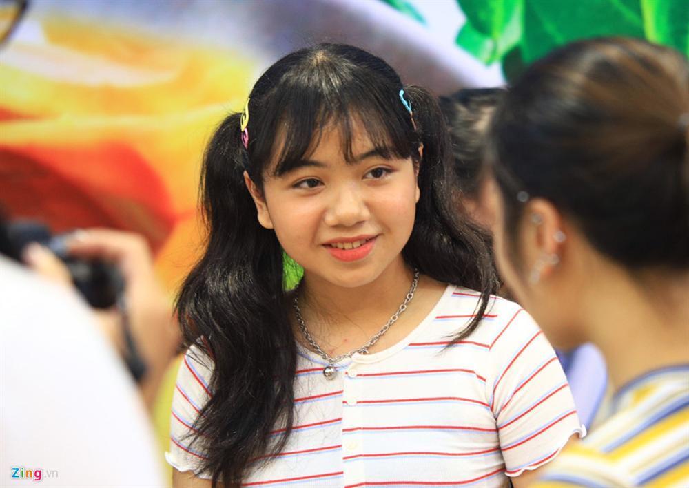 Những cô gái 10X xếp hàng dự buổi thi tuyển tại TP.HCM của ông chủ BTS-5