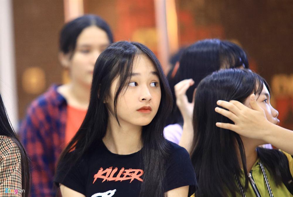 Những cô gái 10X xếp hàng dự buổi thi tuyển tại TP.HCM của ông chủ BTS-6