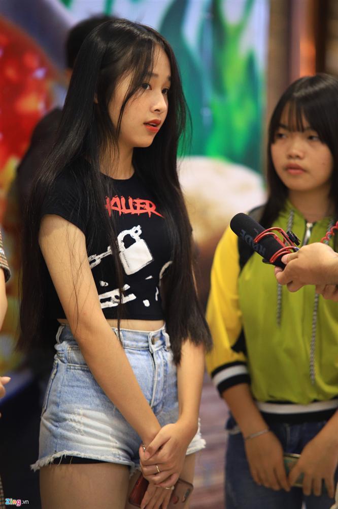 Những cô gái 10X xếp hàng dự buổi thi tuyển tại TP.HCM của ông chủ BTS-7