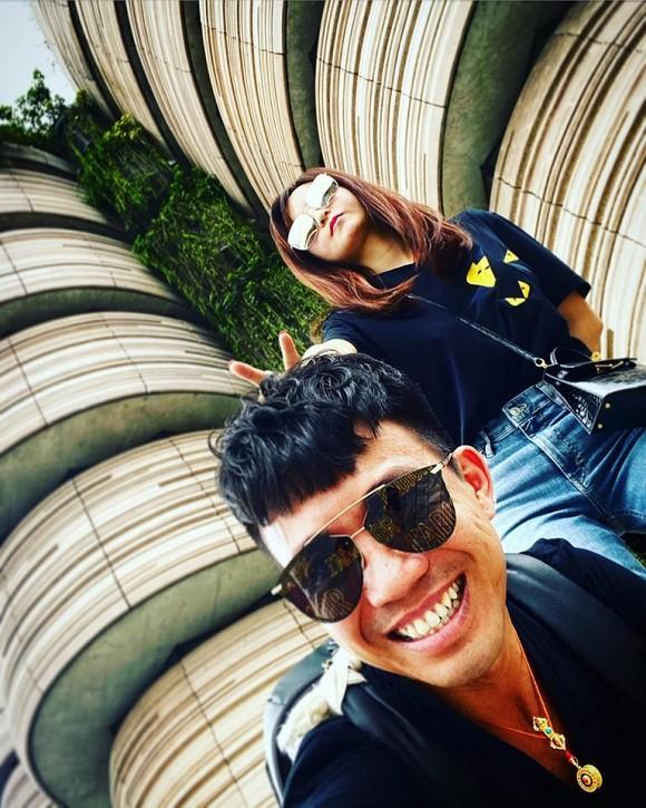 Đại gia Minh Nhựa cắt bánh kỷ niệm 8 năm bên vợ hai Mina Phạm-3