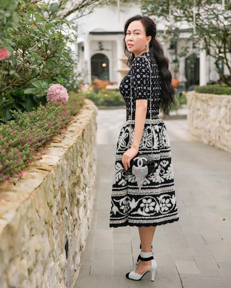 Phượng Chanel nâng hạng nhan sắc nhờ photoshop nhưng chỉnh sửa quá đà thành ra hơi dị dạng-2