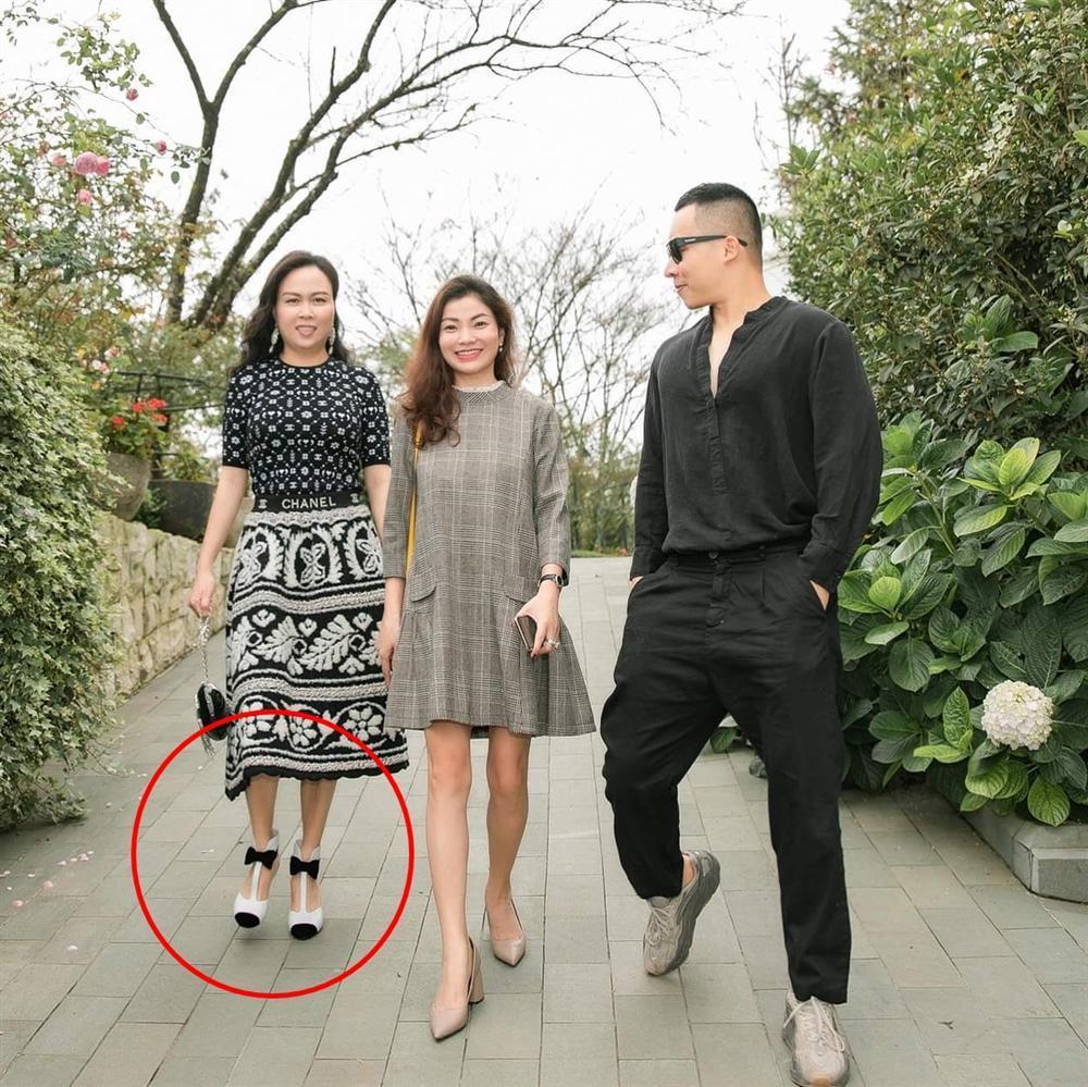 Phượng Chanel nâng hạng nhan sắc nhờ photoshop nhưng chỉnh sửa quá đà thành ra hơi dị dạng-5