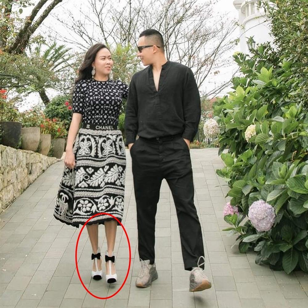 Phượng Chanel nâng hạng nhan sắc nhờ photoshop nhưng chỉnh sửa quá đà thành ra hơi dị dạng-6